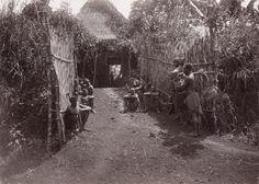 Pont et porte d'entrée à Foumban / F. Lutz (1905/1906)