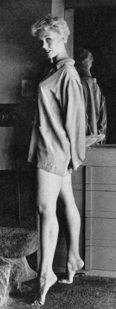 Kim Novak: always barefoot! She hated shoes- she appears bare footed in many screens of her movies, too.