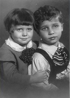Malý Vladimír Menšík se sestrou
