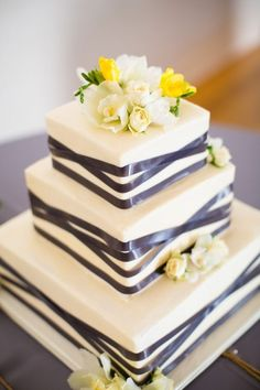 Wedding Cake Prices Aren't Cheap. Follow These Four Steps To Save Some Money! | Team Wedding Blog