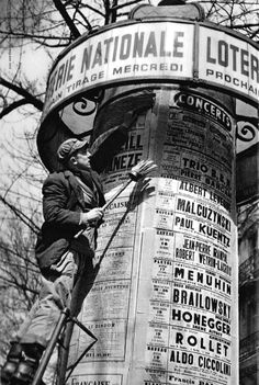 Cas Oorthuys - Morris column - Advertising column -  Paris 1950s [either 1951 or 1956 according to the concert dates]