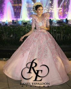 Miss Aubrey Pagot Elauria wearing Ranel Espaldon Filipiniana Gown for Saint Mich Ball Gowns Prom, Ball Gown Dresses, Prom Dresses, Formal Dresses, Wedding Dresses, Modern Filipiniana Gown, Filipiniana Wedding, Philippines Fashion, Clothing Patterns
