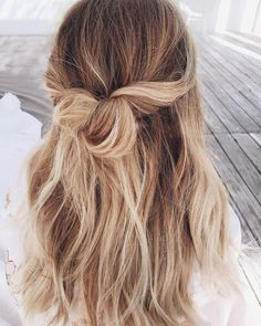 Sport a half up twisted hair-do My Hairstyle, Messy Hairstyles, Pretty Hairstyles, Spring Hairstyles, Wedding Hairstyles, Half Up Hairstyles Easy, Woman Hairstyles, Amazing Hairstyles, Hairstyles Videos