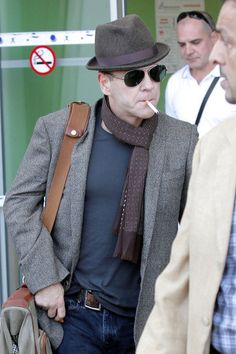 Kiefer Sutherland Photos - Kiefer Sutherland at Nice Airport - Zimbio    Does no one notice the no smoking sign in the background?