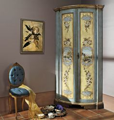 AP265/D15 Angoliera due ante sagomate, decorata a mano | Corner cupboard with two shaped doors, decorated with flowers and landscape | L/W 70 P/D 70 H 220