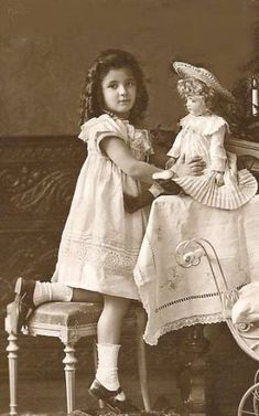 vintage photo of Edwardian era girl and beautiful doll Vintage Children Photos, Images Vintage, Vintage Girls, Vintage Pictures, Vintage Photographs, Vintage Postcards, Retro Vintage, Vintage Paper, Beautiful Children