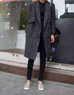 Coat, pant and slip on sneakers : Minimal + Classic Mantel, Hose und Slipper: Minimal + Classic Dress And Sneakers Outfit, Sneakers Fashion Outfits, Grey Outfit, Winter Chic, Autumn Winter Fashion, Fashion Moda, Look Fashion, Classic Fashion, Womens Fashion