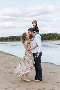 Family Photos With Baby, Family Maternity Photos, Family Picture Poses, Family Beach Pictures, Fall Family Photos, Pregnancy Photos, Toddler Beach Photos, Ashley Lee, Fall Family Photo Outfits