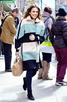 Jessica Alba rocks the ultimate statement coat // #style #fashion #JessicaAlba
