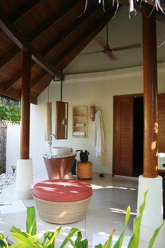 openair bathroom | Maria Janela | Flickr