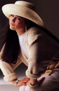 Baggy sweater, deep v neck-Jennifer Connelly: 1986