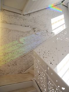 Prismatic film on windows create beautiful rainbow colours onto the white stairs. (Department of Philosophy at New York University, by Steven Holl Architects) Light Architecture, Architecture Details, Interior Architecture, Shadow Architecture, Steven Holl, Interior Stairs, Interior And Exterior, Interior Design, Mos Architects