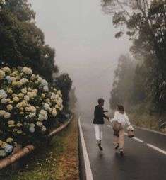 Discovered by Find images and videos about black and white, vintage and couple on We Heart It - the app to get lost in what you love. Couple Aesthetic, Aesthetic Pictures, Urban Aesthetic, Cute Couples Goals, Couple Goals, Cute Relationships, Relationship Goals, Foto E Video, Photo And Video