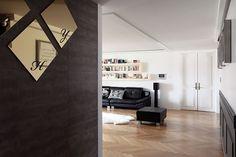 공간 계획과 수납 아이디어 돋보이는 모노톤 아파트 이미지 1