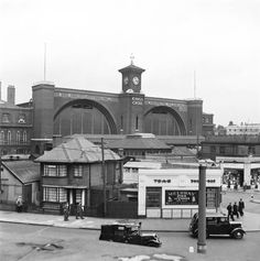 King's Cross station, - Photos - Our collection Station To Station, Old Train Station, Train Stations, Camden London, Old London, Old Photos, Vintage Photos, London History, London Transport