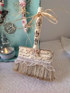 Repurposed Broom - Decorative w Lace & Embellishments Paint Brush Art, Paint Brushes, Shabby Chic Crafts, Vintage Crafts, Altered Canvas, Manualidades Shabby Chic, Diy And Crafts, Arts And Crafts, Shabby Chic Style