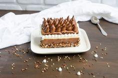 Tort cu ciocolata si zmeura6 Tiramisu, Waffles, Breakfast, Cake, Ethnic Recipes, Sweet, Desserts, Chantilly Cream, Morning Coffee