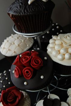 Black, Pearl and Burgundy cupcakes for a 20th anniversary