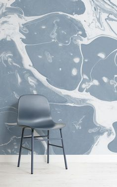 These marbleised paper designs are each completely individual to each other; in the ways of which the ink has transferred onto the papers, and how the colours of the swirls and waves form natural patterns, making them eccentric and impactful pieces of art. #murals #marble #marbledpaper #marbleized #wallpaper #interior #decor #homedecor #interiorandhome