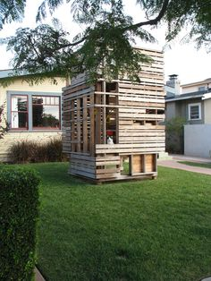 When I was conducting research on Cliff May in San Diego, I encountered a charming playhouse in the front yard of a home in Mission Hills near Randolph and Ft. Stockton.  Composed of unpainted lumber in a grid pattern, it provides not only a wonderful place for children to climb inside and explore, but also…