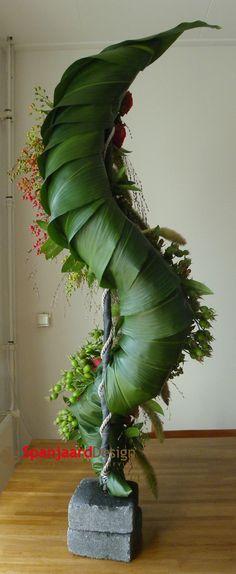 Funeral flower arrangement - esculaap/medico - rear - 2 of 2 | http://www.spanjaarddesign.nl/rouwbloemwerk-4/