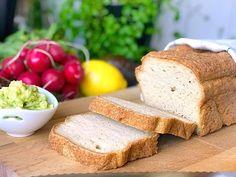 Glutenfritt bröd med kikärtsspad som blir härligt saftigt med en lite hårdare skorpa. Antagligen det godaste glutenfria brödet jag någonsin fått ihop.