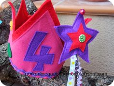 Para mi peque con amor: Corona de fieltro y varita mágica...¡regalos de cumple!