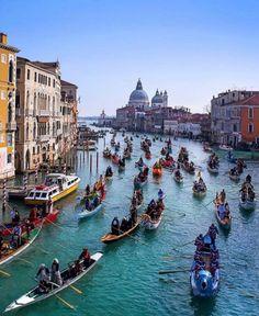 Gondola race at Venice!! #gondola #venice #travel #italy