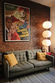 Decoração vintage moderna - sala com pôster vintage Sala Vintage, Vintage Design, Vintage Style, Vintage Decor, Furniture Vintage, Furniture Layout, Office Furniture, Vintage Inspired, Retro Vintage