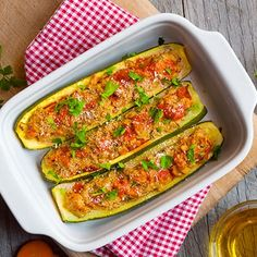 Cuketa plněná mletým masem a sýrem - recept | Lukana Zucchini, Healthy Lifestyle, Food And Drink, Low Carb, Healthy Eating, Gluten Free, Vegetables, Cooking, Foods
