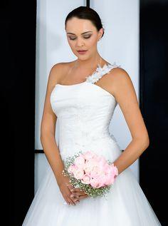 Un vestido ideal para una boda de cuento de hadas! www.elenareynoso.com