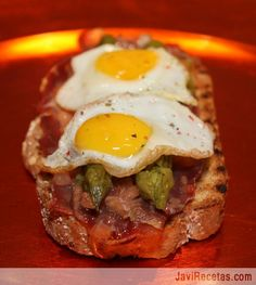 Tostas de jamón y espárragos verdes Tostadas, Spanish Tapas, Cooking Recipes, Healthy Recipes, Mediterranean Recipes, I Foods, Love Food, Great Recipes, Food And Drink