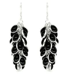 20 small silver set, black onyx gemstones are used to create these unusual multi drop earrings. They are suprisingly light and each gemstone is attached seperately to a central chain, allowing them to move freely.  The height of elegance - they will match just about everything and be a firm favourite in your jewellery box for years to come.  Onyx size 5 x 7mm