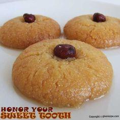 Sekerpare | giverecipe.com | #sekerpare #dessert #semolina #cookies #syrup #middleeast