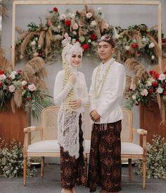 Muslim Wedding Gown, Kebaya Wedding, Muslimah Wedding Dress, Hijab Wedding Dresses, Blush Bridesmaid Dresses, Wedding Bride, Javanese Wedding, Wedding Backdrop Design, Akad Nikah