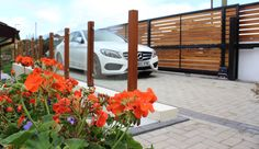 The Kingston Sliding gate. Modern design combining Western Red Cedar set within a deep metal frame. Electric Sliding Gates, Side Gates, Driveway Entrance, Western Red Cedar, Gate Design, Garden Gates, Interior And Exterior, Facade, Modern Design