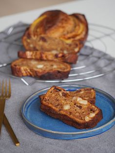 Lækkert bananbrød med chokolade og nødder – perfekt weekend snack Dette lækre bananbrød kan du både spise som kage, men det kan også spises med smør, som en lille erstat for brød. Det er så knap så sundt, men for pokker, det smager godt! 😉 Det er weekend og hvad…