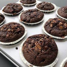 Svampede chokolademuffins Muffin Recipes, Baking Recipes, Cake Recipes, Danish Dessert, Canned Blueberries, Vegan Scones, Gluten Free Flour Mix, Scones Ingredients