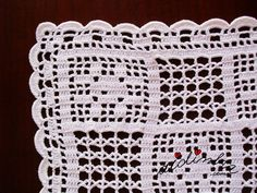 Foto do canto do picô de remate do naperon de crochet branco