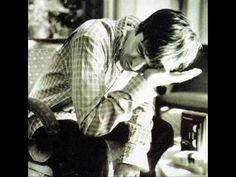 Noel Gallagher - Live Forever Acoustic (BEST VER.) - YouTube