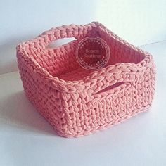 T SHIRT YARN BASKET  . . . #penyeip #penyesepet #sepet #basket #crochet #crochetbasket #knit #knitting #yarn #yarnart #craft #crafty #10marifet #etsy #trapillo #uncinetto #ganchillo #tejer #virka #homemade #handmade #tshirtyarn #spagettiyarn #stricken #häkeln