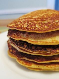 paleo pancakes  3 bananas  3 eggs  1/4 cup almond butter  1/4 cup almond meal/flour  1/2 tsp baking powder  1/2 tsp vanilla extract