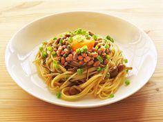 暑い日が続くと、食事の準備もだるくなる時もありますよね。そんな日にオススメ、麺とソースを混ぜるだけの簡単麺レシピをご紹介致します。