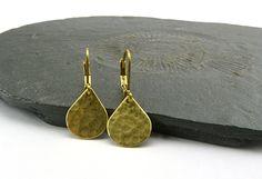 Winzige Messing-Tröpfchen. Zierliche Ohrringe. von °❄° Maymana °❄° Lass Dich beschenken °❄°  auf DaWanda.com