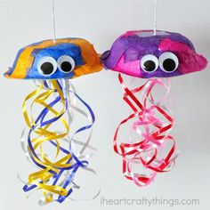 This colorful jellyfish craft for kids doesn't require any painting so it's a perfect mess-free summer craft for kids or ocean-themed kids craft.