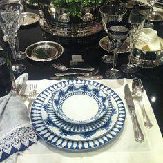Mesa de jantar!! #inspiration #temqueter #classicos #taniabulhoes #vestiramesa #dinner #friends #family #receberbem #dicas #blue #summer #brasil www.taniabulhoes.com.br