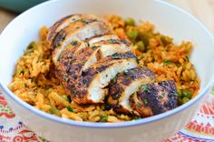 Slimming Eats Spanish Chicken and Rice - gluten free, dairy free, Slimming World and Weight Watchers friendly astuce recette minceur girl world world recipes world snacks Slimming World Dinners, Slimming World Recipes Syn Free, Slimming Eats, Diet Recipes, Chicken Recipes, Cooking Recipes, Healthy Recipes, Recipies, Chicken Meals