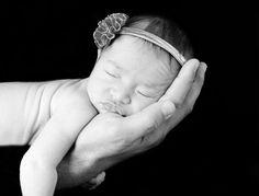 Newborn photography. Black and white newborn photography. Fotografia de recien nacidos. Fotografia recien nacidos blanco y negro.