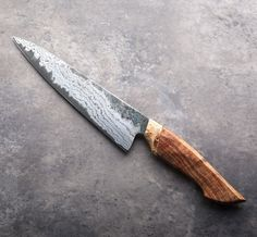 With / of hand forged White and damascus san mai, this African Blackwood Gyuto is setup for right-handed chefs and performs beautifully in the kitchen as a medium-size chef knife. Handmade Chef Knife, Handmade Knives, Cool Knives, Knives And Swords, Chefs, Japanese Cooking Knives, Trench Knife, Engraved Pocket Knives, Welding Table