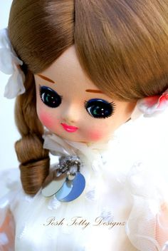 Mary Lou Pose Doll